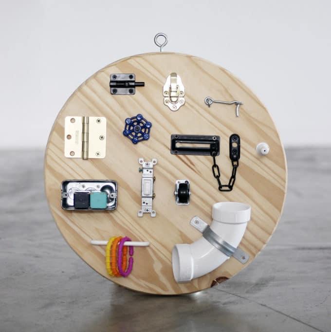DIY手作りおもちゃのアクティビティ・ボード