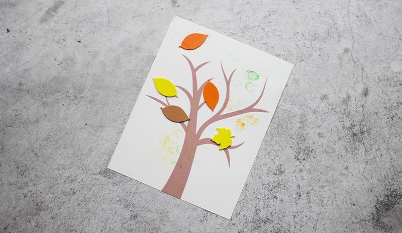 幼児向け秋の工作、紅葉した木
