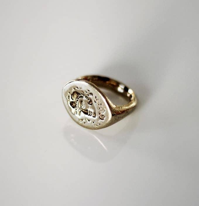 アレクサンドロス大王の肖像が刻まれた指輪